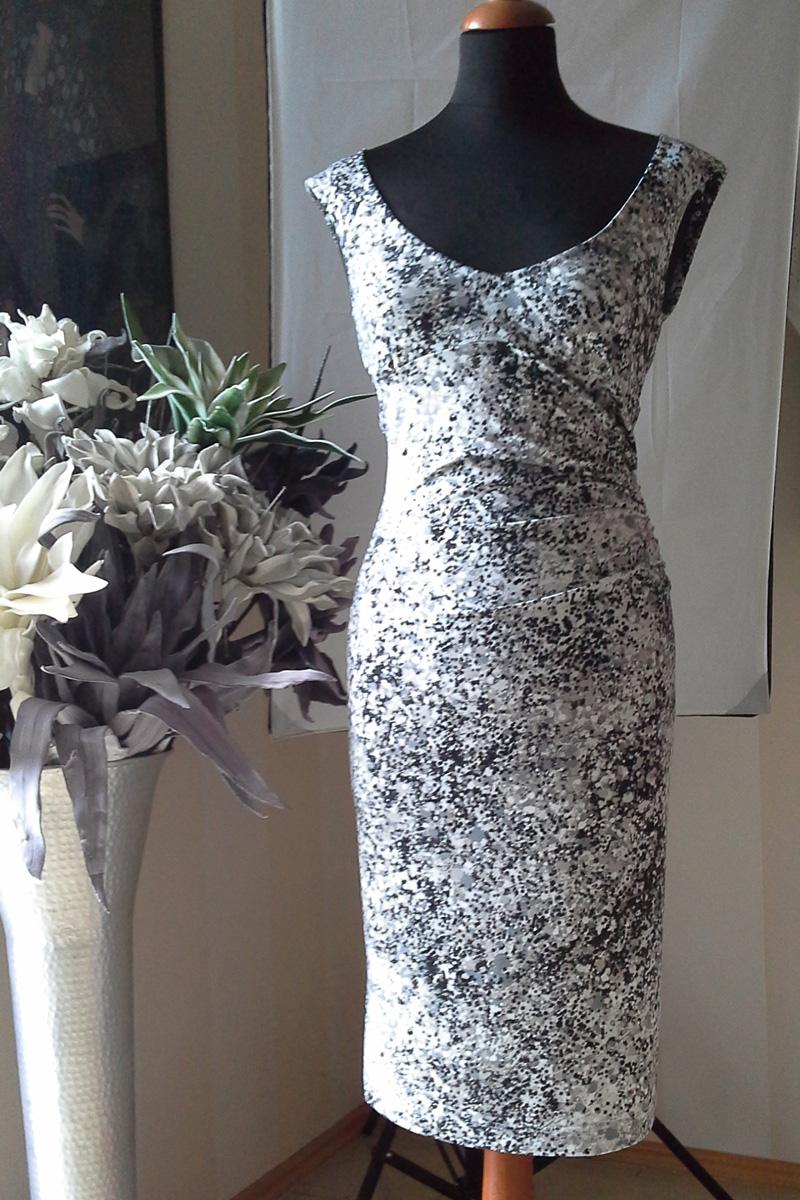 Společenské krátké šaty ef10f91358