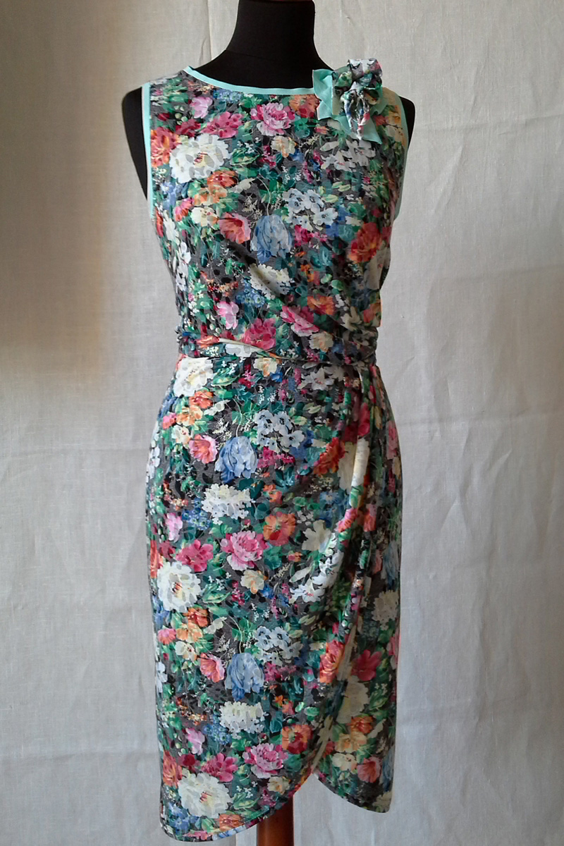 Společenské krátké šaty